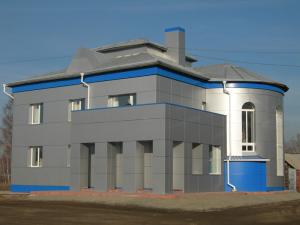 Отделка дома снаружи металлическими фасадными панелями