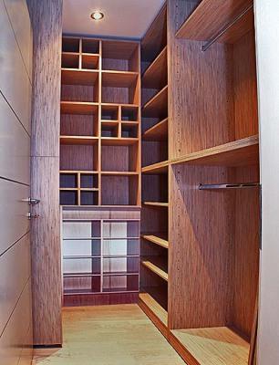 Маленькие гардеробные комнаты из кладовки