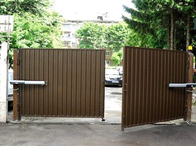 Автоматические распашные ворота на забор