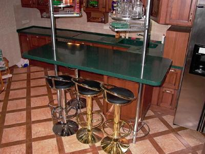 Барная стойка для кухни в квартире