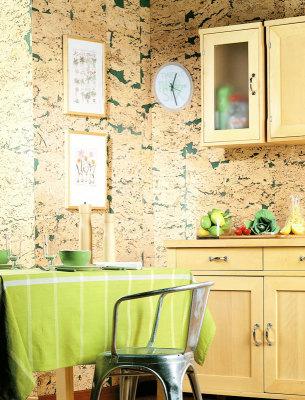 Отделка стеновыми панелми из пробки на кухне