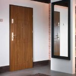 входная деревянная дверь в квартиру