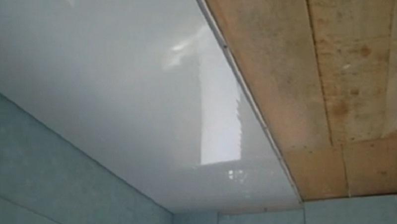 Панели на потолок на кухне
