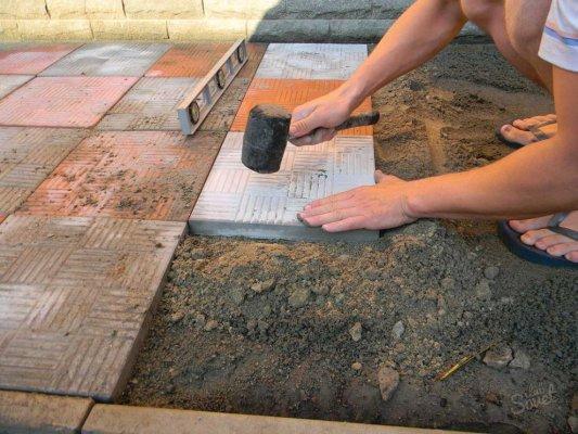 как уложить тротуарную плитку