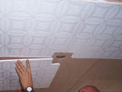 оклейка потолка плиткой