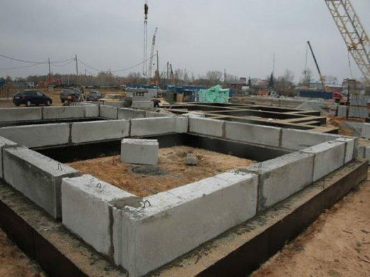 строительство фундамента из ФСБ блоков