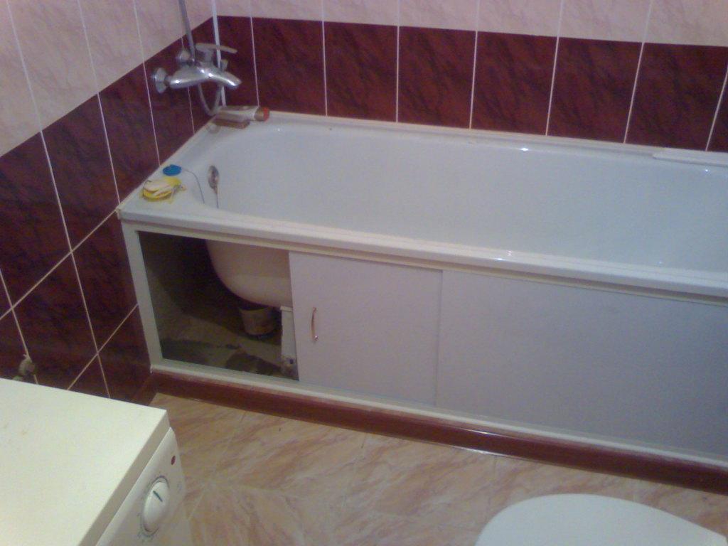 Экран в ванной комнате под ванной