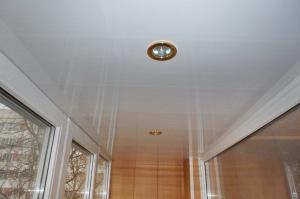 Потолок и стены на балконе пластиковыми панелями