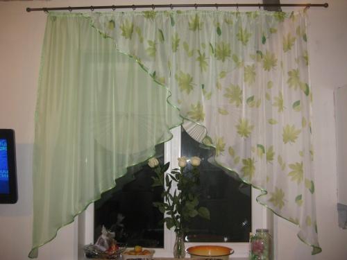 Легкие шторы для гостиной с углами