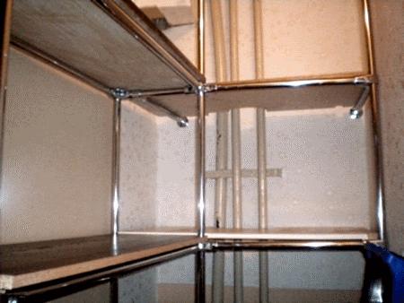 Полки в гардеробной комнате