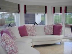 Элитные шторы в гостиную в римском стиле