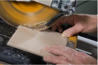 Как резать плитку электрическим плиткорезом