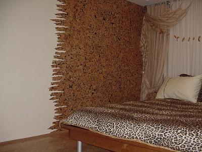 Пробковые панели для стен в спальне