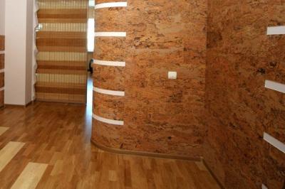 Пробковые стеновые панели в прихожей