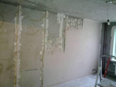 Выравние стен под обои штукатуркой