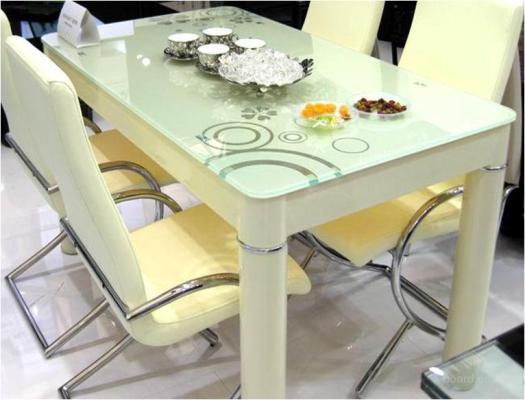 Кухонный стеклянный стол