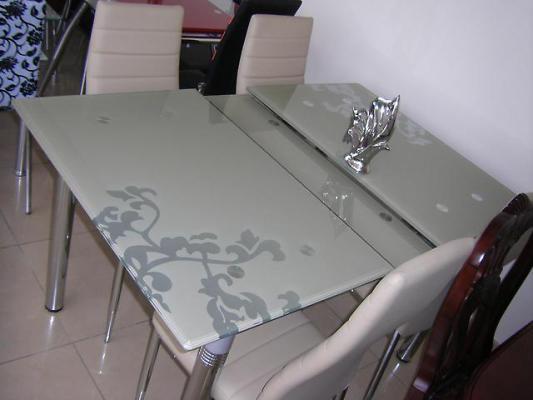 Стеклянные столы для кухни раздвижные