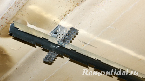 Потолок реечный в ванную комнату