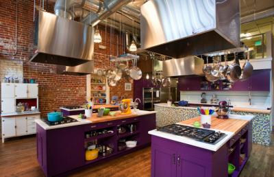 кухня в цвете слива баклажан