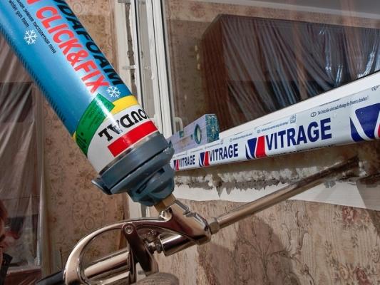 установка пластикового окна с монтажной пеной