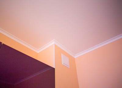окрашенный потолок